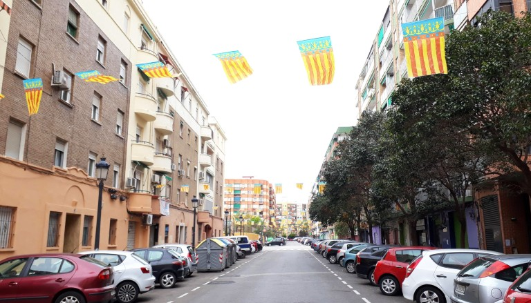 Valencia street with Comunidad Valencia flags. Photo by Suzanne Worthington